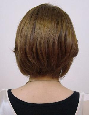 ショートボブ、毛先のシャープな動きが大人の女性を演出。