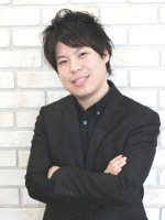 アキヤマヨウスケ