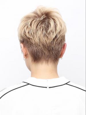 ナチュラルベージュ×ショートヘア