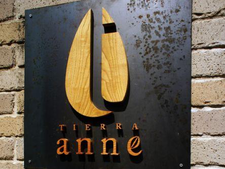 TIERRA anne2