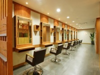 8 [hacchi] hair factory 坂戸店