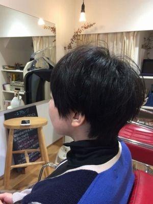 黒髪、凛としたショート