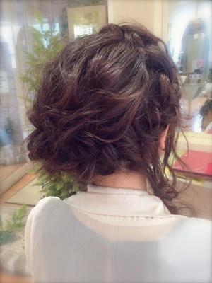 後れ毛が可愛い! サイド寄せアップ