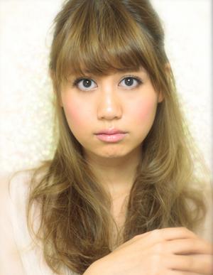 黒髪で小顔ゆるふわパーマヘアカタログ~顔型別アレンジ024