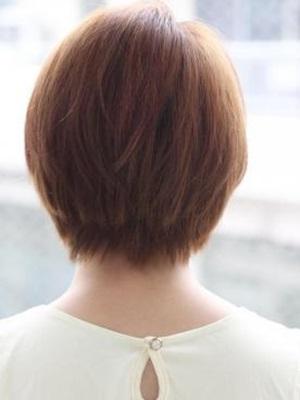 流し前髪の大人ショートレイヤー