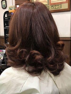 フェミニン巻き髪スタイル