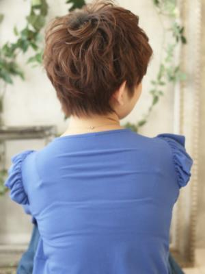 髪の柔らか質感を引き出し女性らしく~ガーリーショート