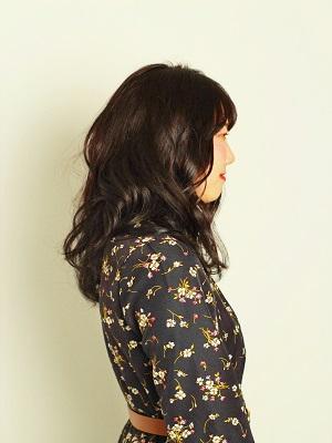 黒髪ニュアンスカール