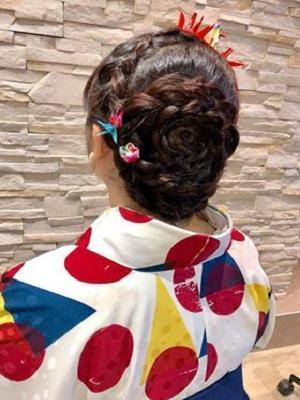 お花のようなオール編み込みスタイル