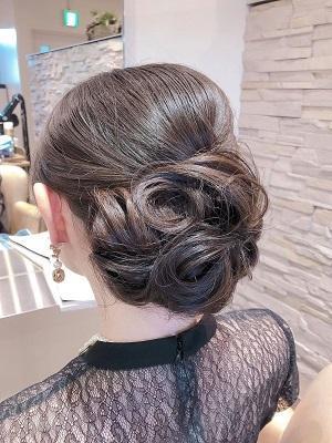 シックにまとめる結婚式のお呼ばれヘア