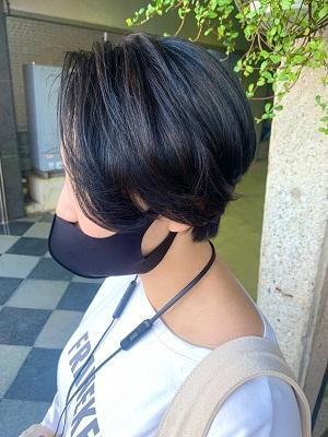 【ハンサムショート】ブルーブラックカラーでクール女子〇