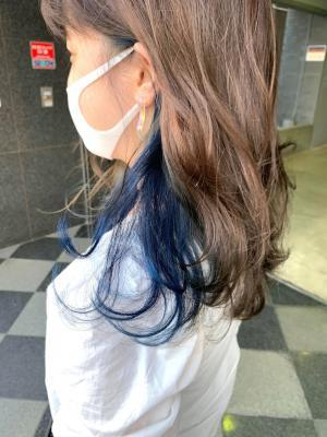 """鮮やか""""ブルー""""が映える、人気のインナーカラー♪"""