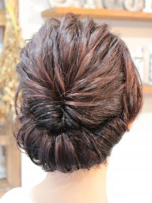 ルーズクラシックなまとめ髪