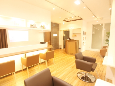 HAIR LOUNGE emu1