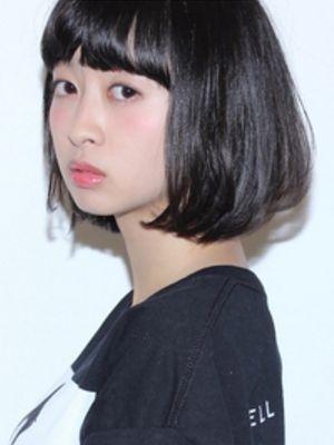 黒髪のシンプルボブ