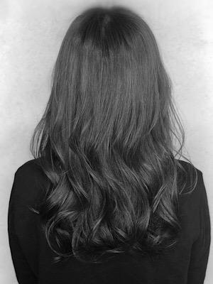 エレガントな髪の毛が大人の雰囲気を