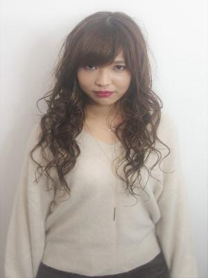 ロング巻き髪スタイル