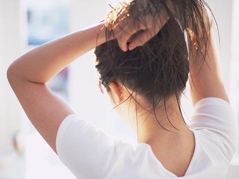サラサラの髪を手に入れるための超基本!髪質改善の方法