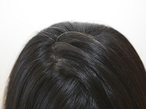 ケア次第でまた黒い髪が生えてくる?白髪を予防する頭皮ケア