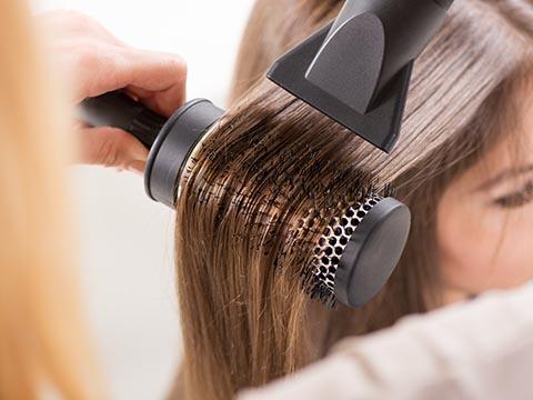 ロールタイプのヘアブラシはブローに便利!快適な選び方3大チェック