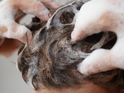 若白髪を予防するシャンプーの仕方・選び方