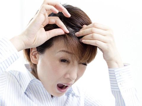 白髪が生える原因とその防止策