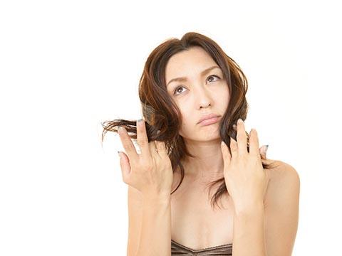 20代女性に多い薄毛「若年性脱毛症」の原因とは