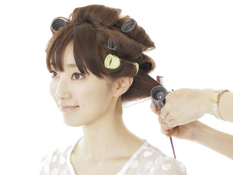 パーマとヘアアイロン、どっちの方が髪の毛の傷みが生じやすい?