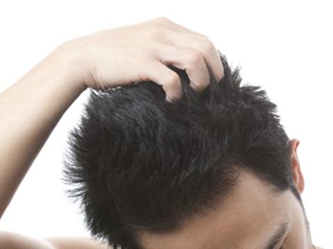 メンズのショートヘア、くせ毛はどうする?