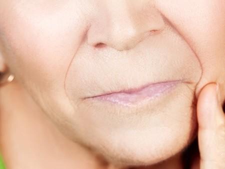 たったの1日で顔のたるみを解消する方法