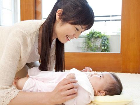髪の毛の多い赤ちゃんは、将来毛深くなる?