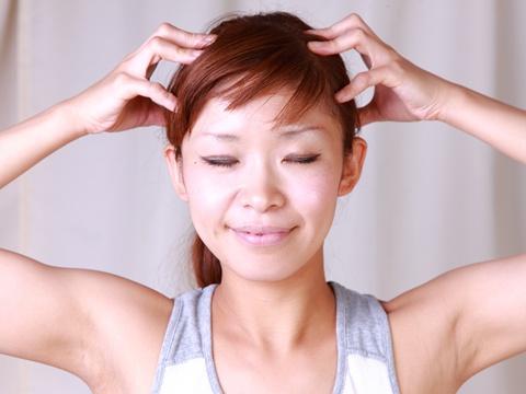 頭皮マッサージで顔のリフトアップを!