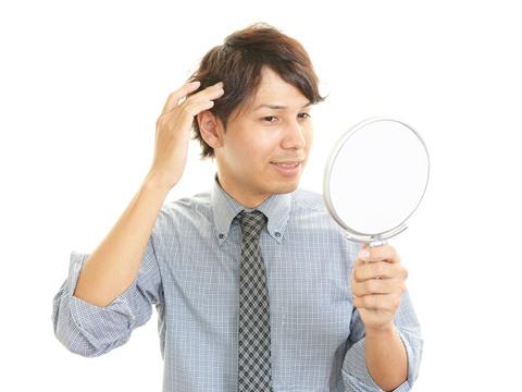 メンズのヘアスプレーの上手な使い方と選び方