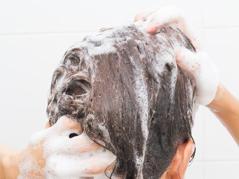エタノール入りのシャンプーは頭皮や髪に良いの?悪いの?