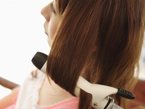 毎日のヘアアイロン(コテ)とパーマ髪が痛むのはどっち?