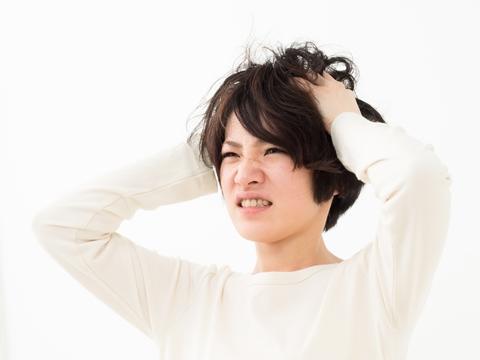 前髪のくせ毛対策は縮毛矯正?それともストレートパーマ?