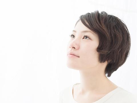 美容師に聞く!天然パーマの前髪はどうすればいい?大人っぽく見せる方法
