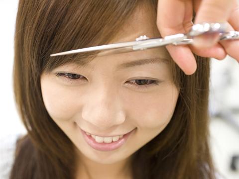 自分で失敗せずに前髪を切りたい!上手なカットの方法とは?