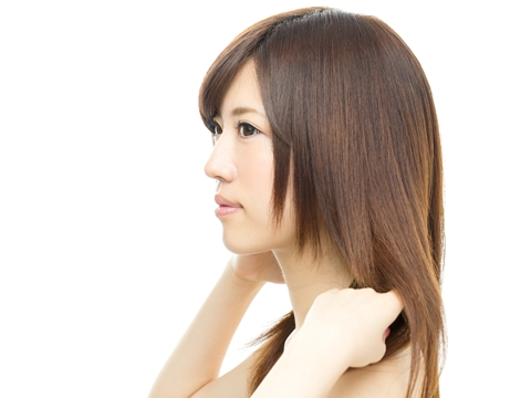 美容師に聞く!くせ毛で髪の量が多い。パーマのパサつきを抑えるには?