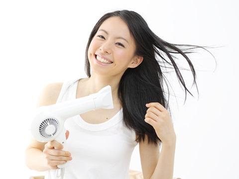 パーマを一時的にストレートにしたい!髪を傷めずに伸ばす方法は?