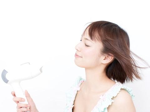 ヘアケアしないズボラ女子必見!手早く簡単な方法で髪を乾かす方法
