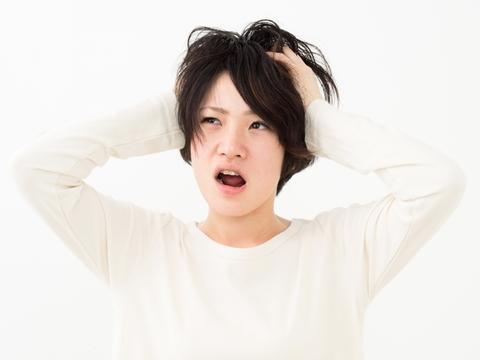 髪を伸ばしたい時、定期的に美容室に通ったほうがいいの?