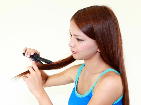 ヘアアイロンを使うと「ジュー」という音が…!これは髪が傷んでいるの?