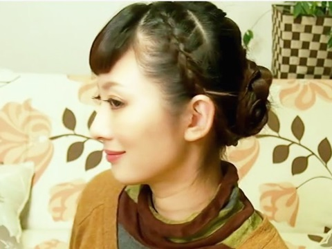 三つ編み低めシニヨンの大人かわいいヘアアレンジ【動画】