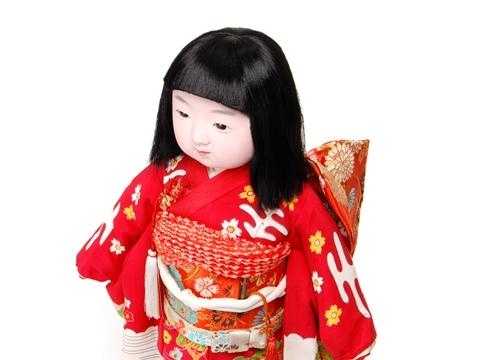 生霊のしわざ!?髪がのびる人形の都市伝説あれこれ