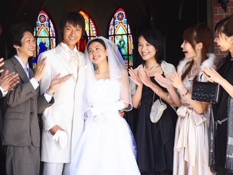 「それ非常識!」結婚式でマナー違反になってしまうNG服装