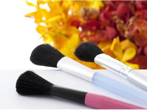 汚れが気になりはじめたら!化粧筆の洗い方