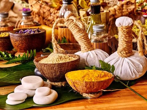 世界一気持ちいい「タイ古式マッサージ」で使うハーブの種類