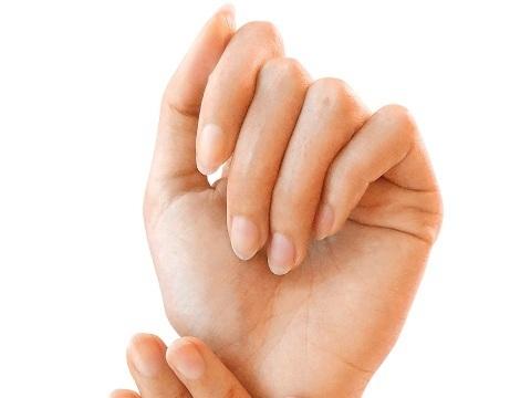紫外線による爪の乾燥を防ぐには