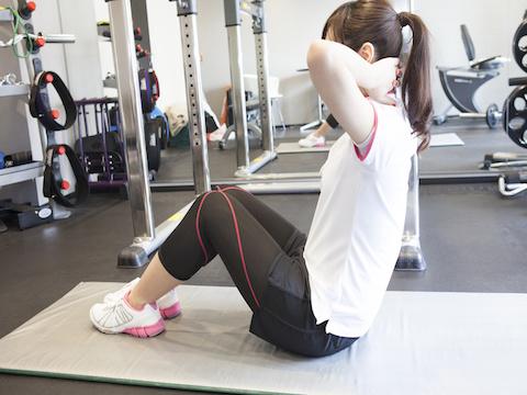腹筋の筋トレの正しい方法とは